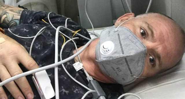 Мужчина за одну поездку в Индию заразился Covid, малярией, лихорадкой денге и был укушен коброй