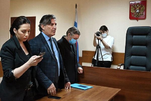 Мосгорсуд заступился за бывших адвокатов Ефремова после жалобы актера