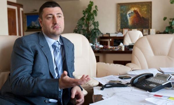 Беглый яичный барон Олег Бахматюк плетет интригу вокруг своих арестованных птицефабрик