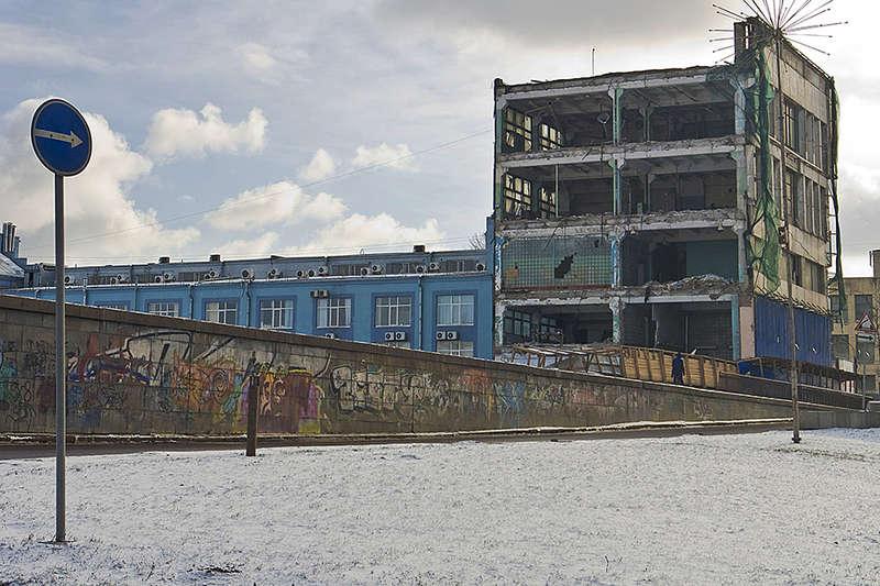 До 2000-х годов на территории Охтинского мыса находился «Петрозавод» – одно из первых судостроительных предприятий России.